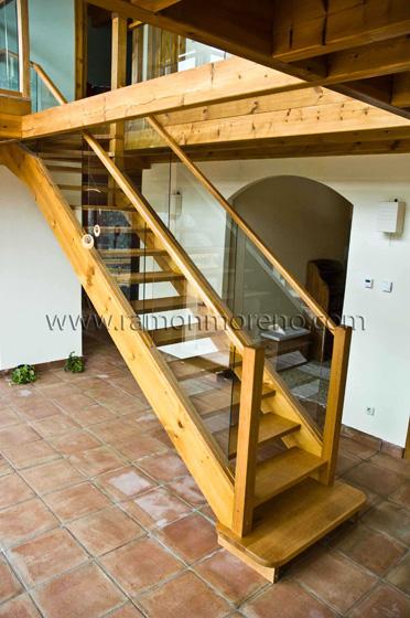 Escaleras madera escaleras de madera escaleras zancas de madera escaleras zancas madera - Como hacer una escalera de madera recta ...